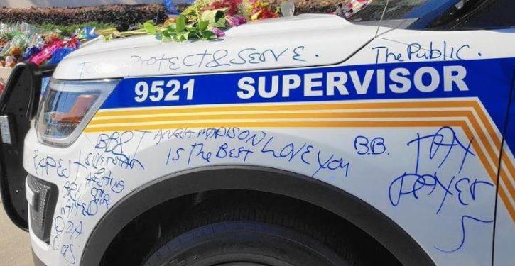 Patrol car of slain Florida police officer vandalized