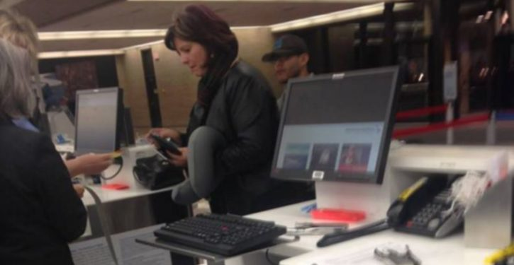 Feel-good story: Stranger buys $749 plane ticket for distraught dad's toddler