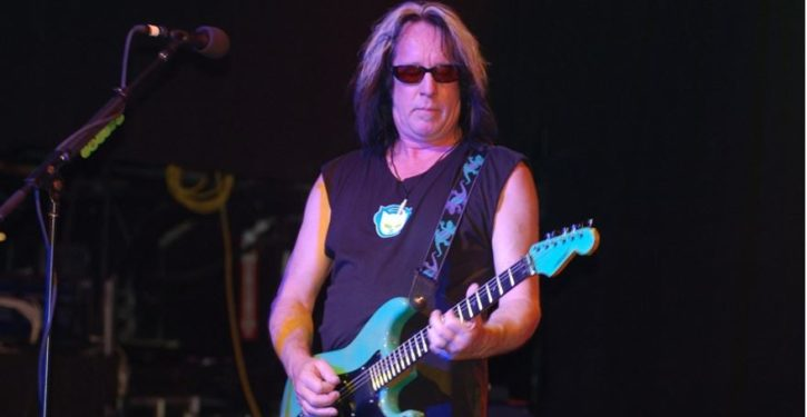 Aging rocker Todd Rundgren tells fans, 'If you're a Trump supporter, don't come to my show'