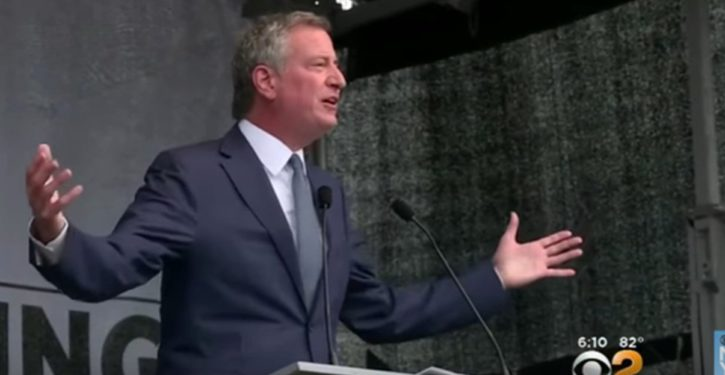 NYC Mayor Bill de Blasio earned close to a quarter million dollars last year, donated $350 to charity