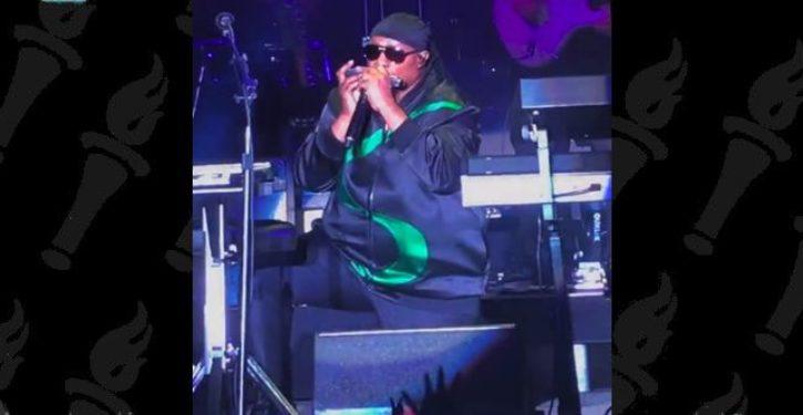 Stevie Wonder kneels while performing national anthem at formula 1 race in Texas