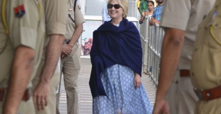 Hillary Clinton wears extra-long sleeve to hide her broken wrist