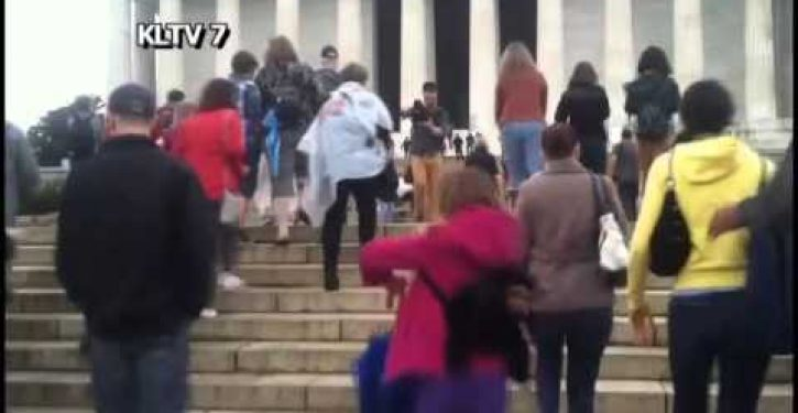 Patriotic Americans fed up with Obama antics storm Lincoln Memorial