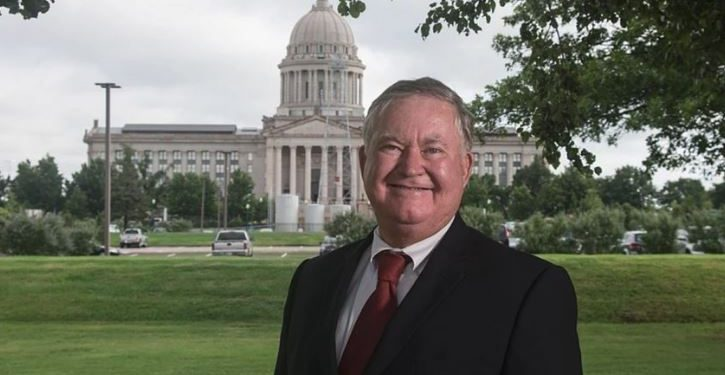 Oklahoma Democrat caught removing congressional opponent's campaign signs ahead of primary