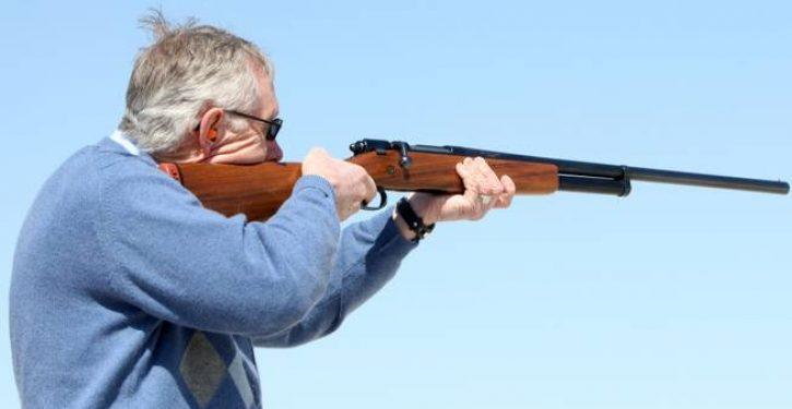 Government officials can still own assault weapons under Feinstein bill