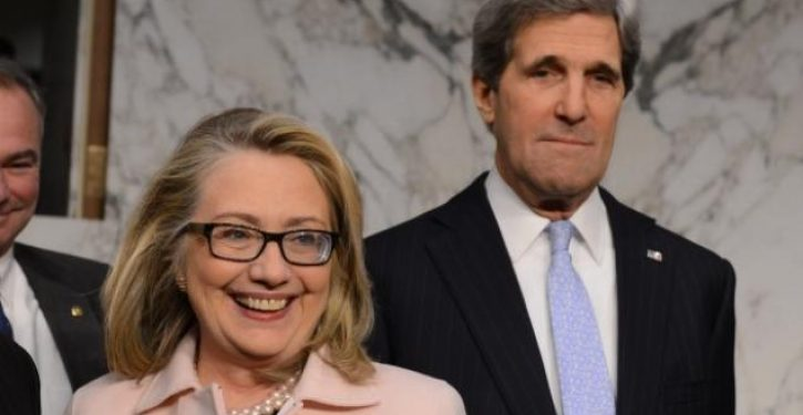 Ex-asst. sec. of state: We warned Hillary against using blackberries, private email