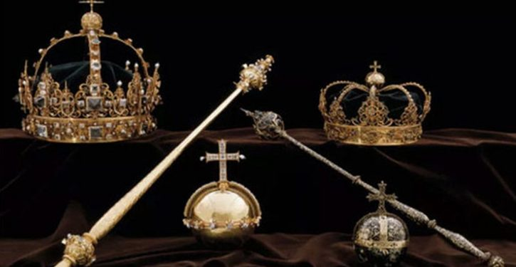 Sweden's 17th-century crown jewels stolen; suspects flee on motor boat