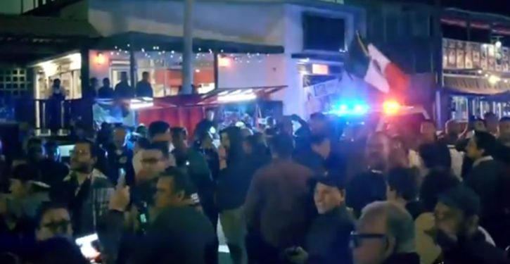 Tijuana: Violent clashes as arriving 'caravan' migrants square off against protesting residents