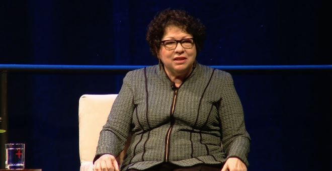 Justice Sotomayor mispronounces 'Kamala' during swearing-in