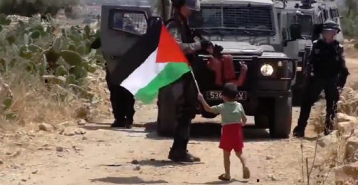 VIDEO: Palestinian father sends his toddler to face down Israeli soldiers