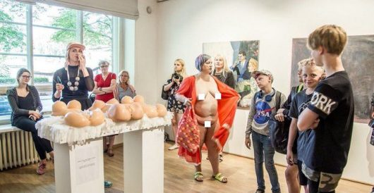 Queer-feminist artist strips naked in front of school children on class trip to art installation by Howard Portnoy