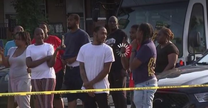 Crowd taunts Philadelphia police officers, laughs at them in midst of gunfire