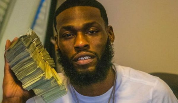 Man who stole $88K from bank where he worked posts selfie with money on social media by LU Staff