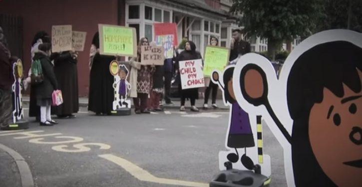 Birmingham, UK: Muslim protests against LGBT school curriculum banned