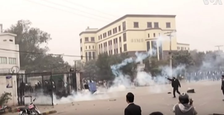 Pakistan: Mob of lawyers attacks hospital; patients killed (and no, this is Not the Onion)