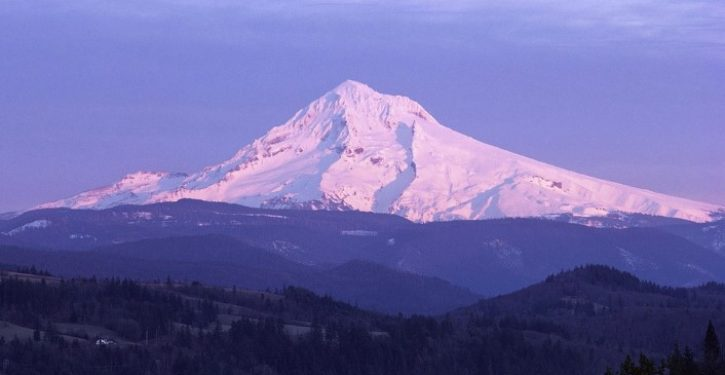 16-year-old rock climber survives 500-foot fall on Oregon's Mount Hood