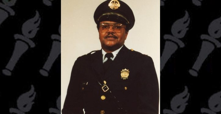 St. Louis: Retired police captain shot dead in looting incident; video streamed on Facebook