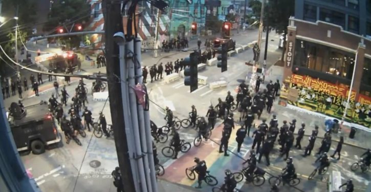 Seattle police descend en masse to retake CHOP
