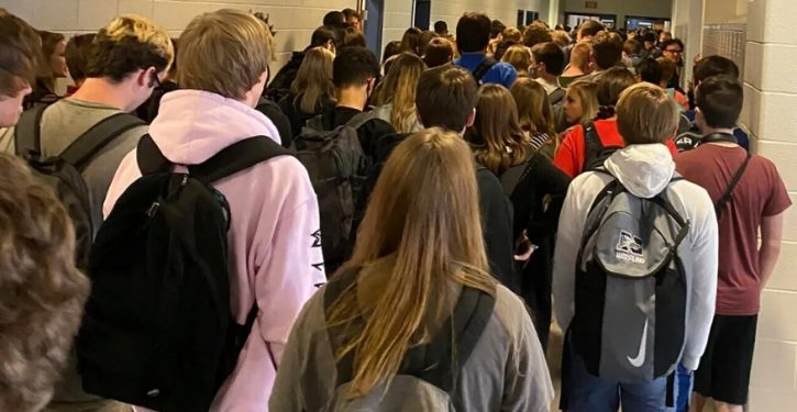 Georgia HS student suspended for posting photos of crowded hallway, maskless students