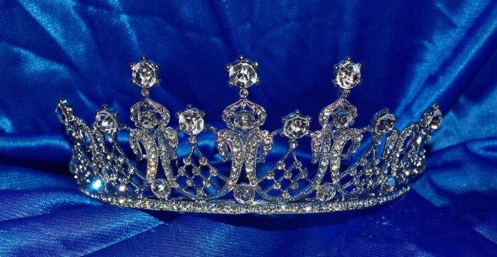 Reigning Mrs. World starts fracas at Mrs. Sri Lanka competition