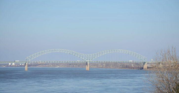 Big deal alert: Bridge across Mississippi River on I-40 is out